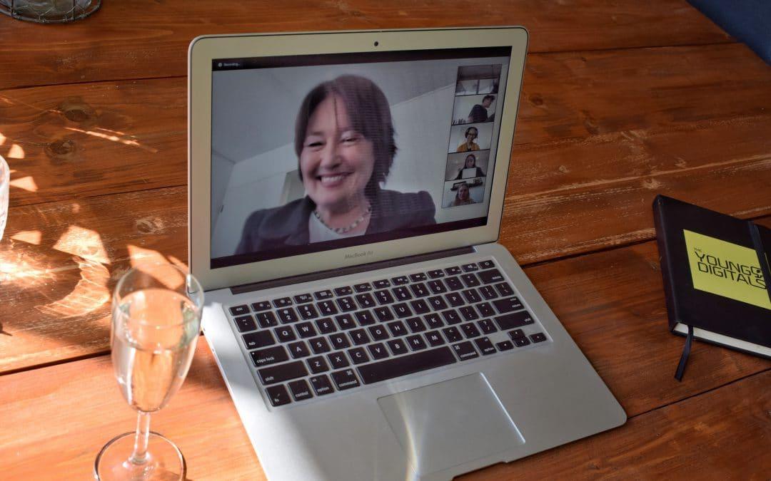Young Digitals ontvangen hun certificaat online van wethouder Saskia Bruines